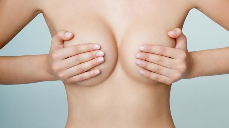 comment choisir entre une augmentation mammaire et un lifting des seins?